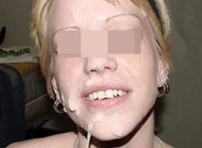 Femme très cochonne adorant la fellation sans préservatif